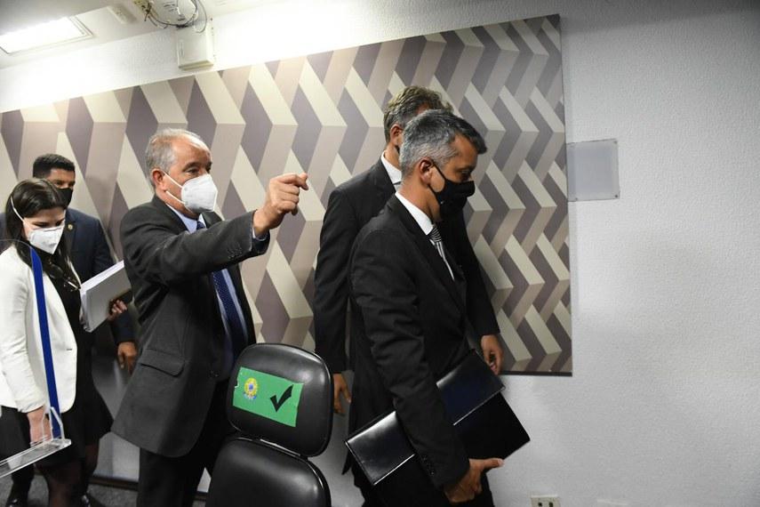 Roberto Dias é detido após receber voz de prisão do presidente da CPI da Pandemia, Omar Aziz