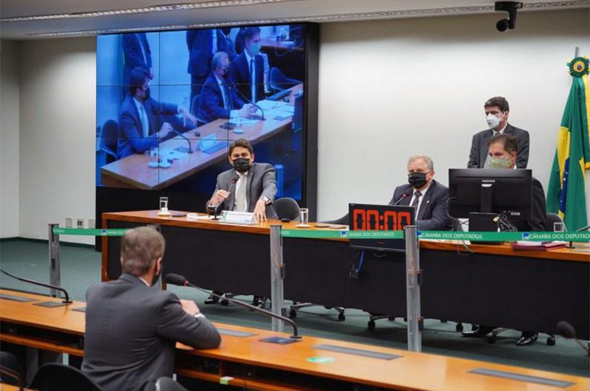 Reunião da CMO durante a votação do relatório
