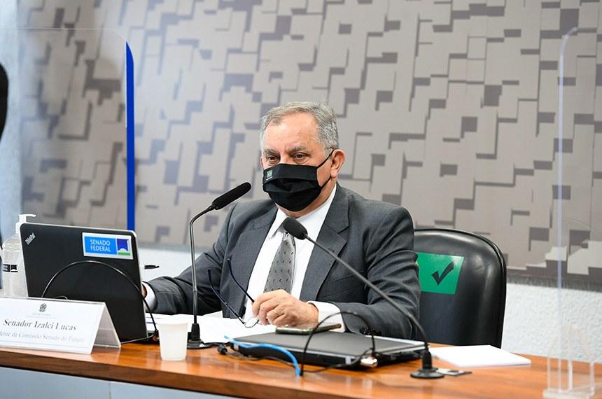 Comissão Senado do Futuro (CSF) realiza reunião semipresencial para discutir e votar as emendas da comissão ao PLN 3/2021, que dispõe sobre as diretrizes para a elaboração e a execução da Lei Orçamentária de 2022 (LDO 2022).  À mesa, presidente da CSF, senador Izalci Lucas (PSDB-DF), conduz reunião.  Foto: Marcos Oliveira/Agência Senado