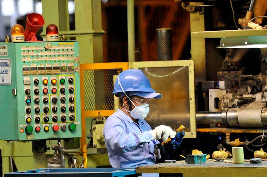 Oferta de máscaras seguras ao trabalhador é uma das medidas determinadas pelo projeto