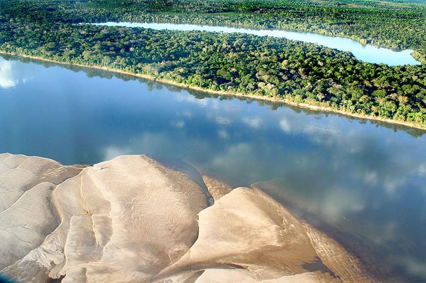 Vista aérea do Rio Araguaia, na região de Luciara, em Mato Grosso.