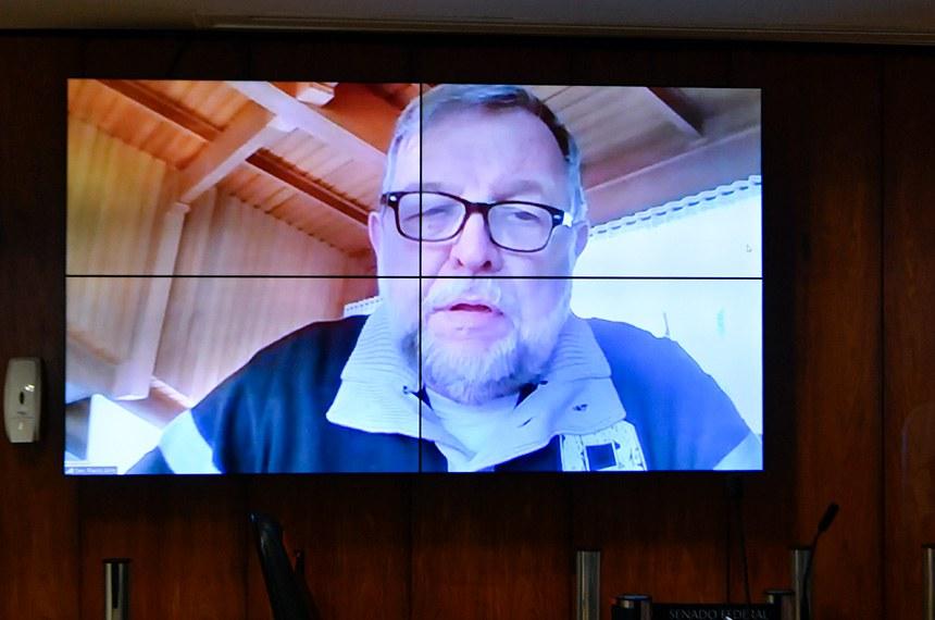 O relator do projeto, Flávio Arns, que participou da reunião de forma remota