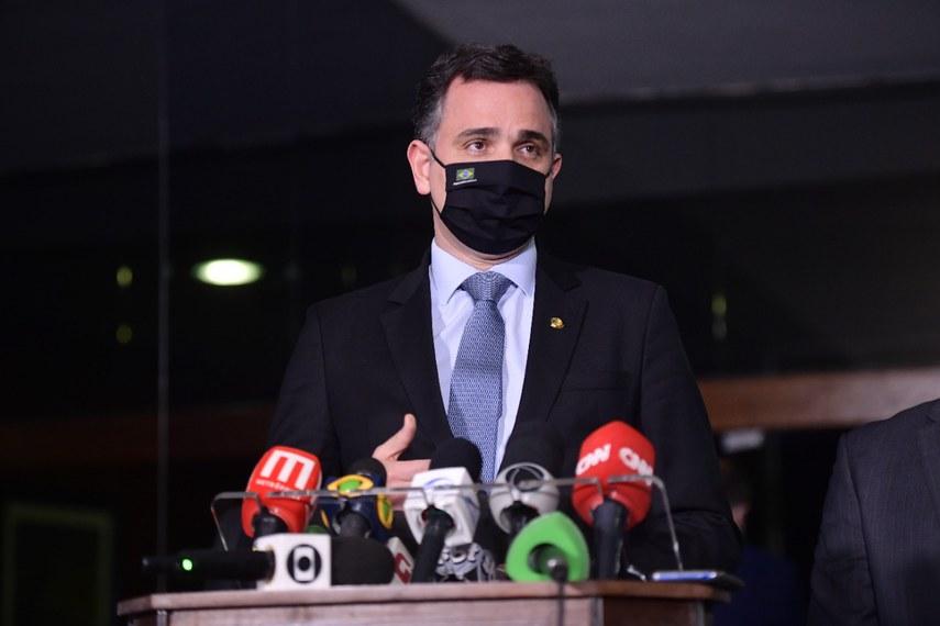 O presidente do Senado, Rodrigo Pacheco, informou que submeteu a denúncia à Advocacia do Senado e justificou a decisão citando a preservação da independência entre os Poderes. Pedido será arquivado