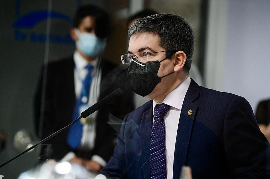 Comissão Parlamentar de Inquérito da Pandemia (CPIPANDEMIA) realiza oitiva do diretor do FIB BanK. O objetivo é ajudar a comissão de inquérito em uma de suas linhas de investigação, que é a negociação do governo com o laboratório indiano Baraht Biotech para a compra da vacina Covaxin, no valor total de R$ 1,6 bilhão.   À bancada, vice-presidente da CPIPANDEMIA, senador Randolfe Rodrigues (Rede-AP).  Foto: Pedro França/Agência Senado
