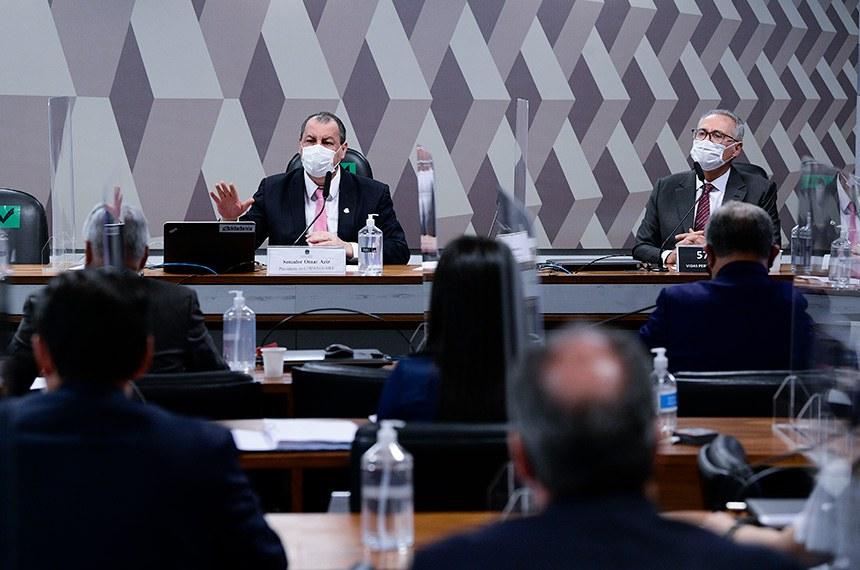 Omar Aziz e Renan Calheiros na reunião desta terça, em que depoentes não compareceram