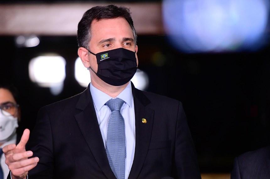 """Por meio de suas redes sociais, o presidente do Senado, Rodrigo Pacheco, afirmou que é necessário """"respeito entre os Poderes e obediência à Constituição"""""""