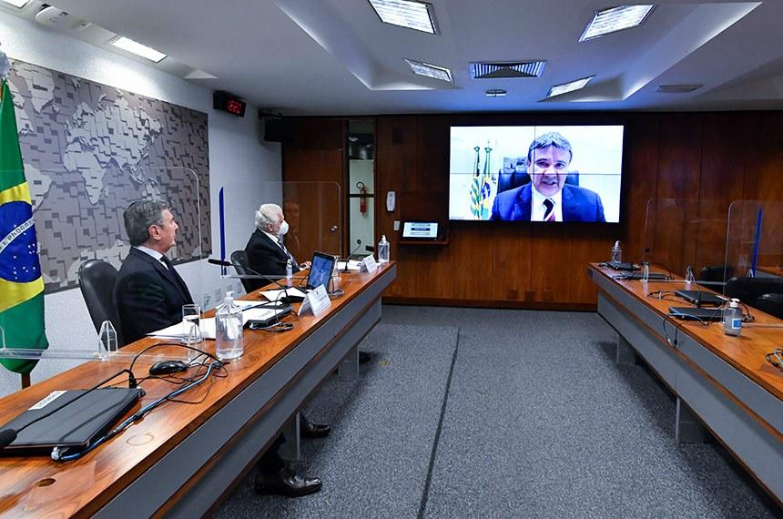 Fernando Collor e Jaques Wagner ouvem Wellington Dias, governador do Piauí e presidente do Consórcio Nordeste