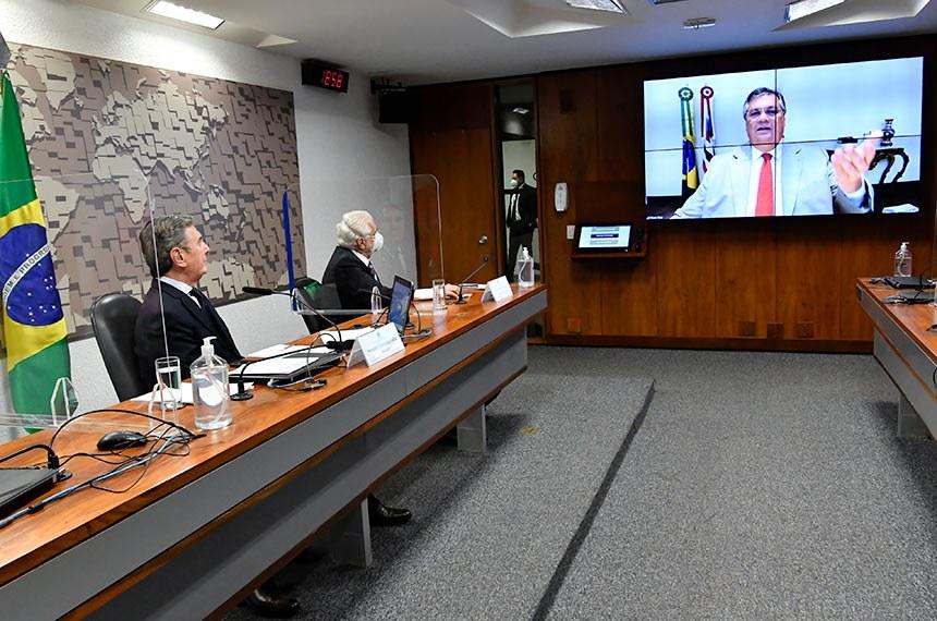 Fernando Collor e Jaques Wagner ouvem Flávio Dino, governador do Maranhão e presidente do Consórcio Interestadual de Desenvolvimento Sustentável da Amazônia Legal