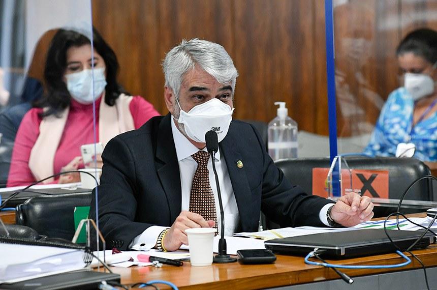 O diretor executivo da operadora de saúde Prevent Senior, Pedro Benedito Batista Júnior, fala à comissão nesta quinta-feira (16). O requerimento para ouvir a testemunha foi do senador Humberto Costa