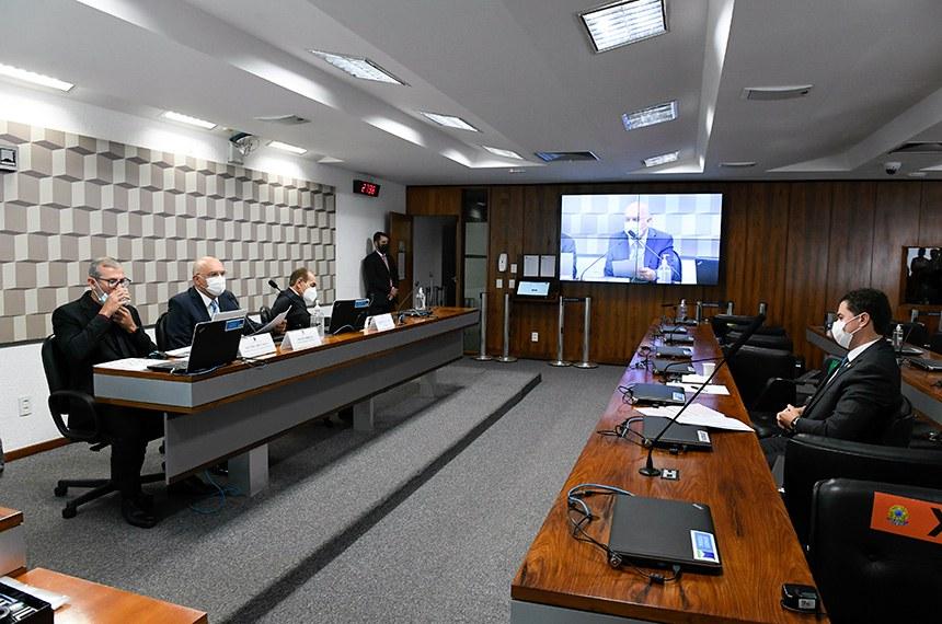 Na reunião de hoje, o ministro da Educação, Milton Ribeiro, disse que foi mal interpretado em sua defesa do ensino técnico