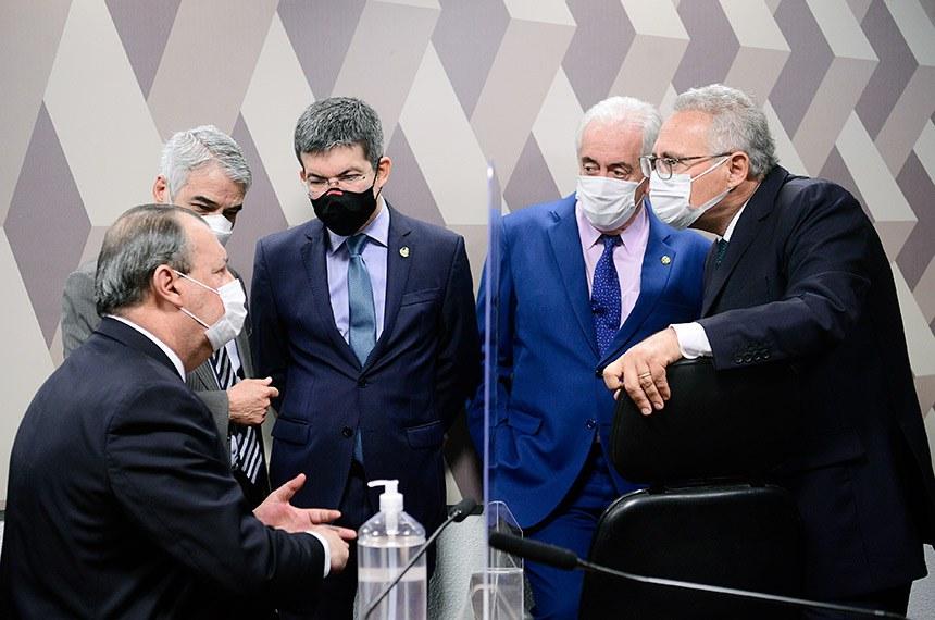Omar Aziz, Humberto Costa, Randolfe Rodrigues, Otto Alencar e Renan Calheiros na reunião desta quinta