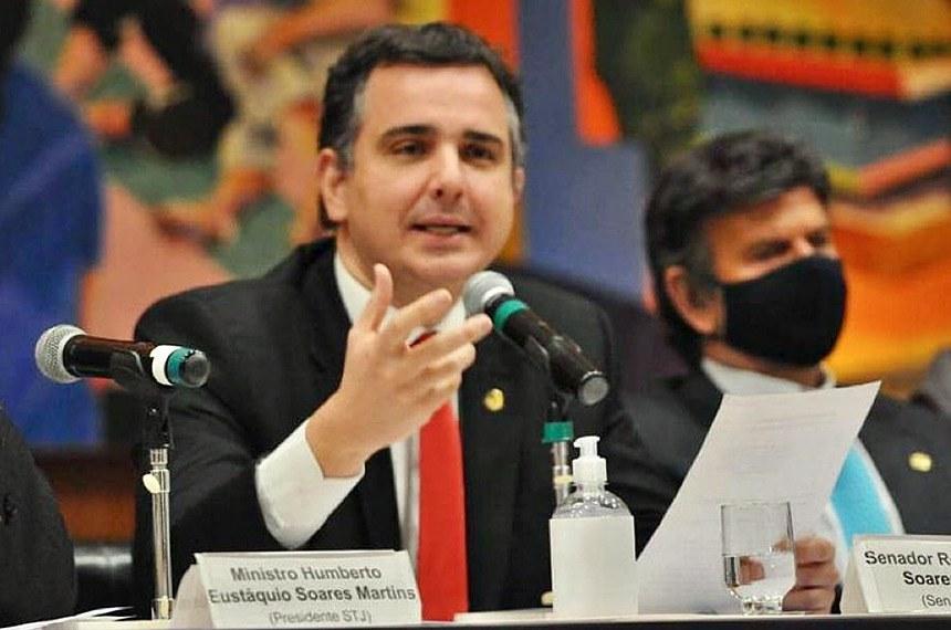 """O presidente do Senado, Rodrigo Pacheco (DEM-MG) falou no evento """"O Brasil da Segurança Jurídica"""", que teve também a participação do presidente do(STF, ministro Luiz Fux"""