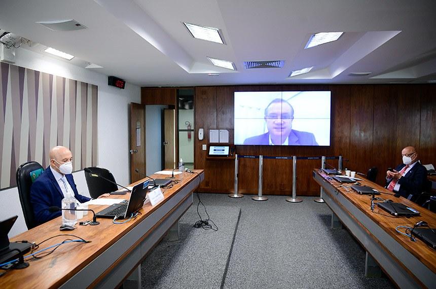 Confúcio Moura, Wellington Fagundes (no telão) e Esperidião Amin na reunião remota desta segunda-feira