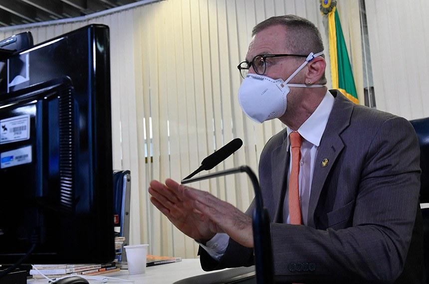 O senador Fabiano Contarato manifestou sua admiração pela obra de Paulo Freire e lamentou a atuação dos ministros da Educação do governo Bolsonaro