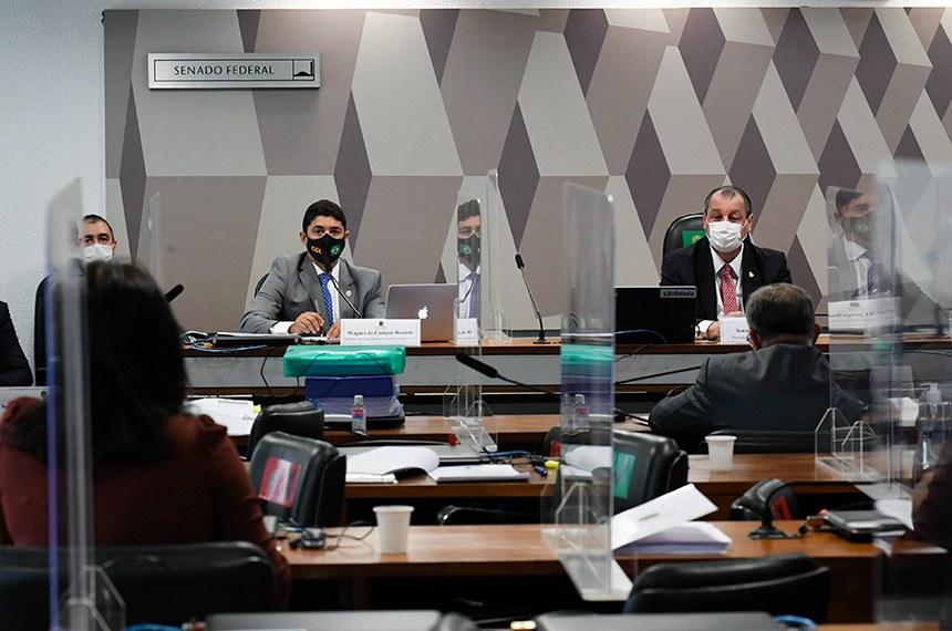 Wagner Rosário e Omar Aziz na reunião desta terça, em que ministro da CGU se defendeu de acusações sobre inação da controladoria
