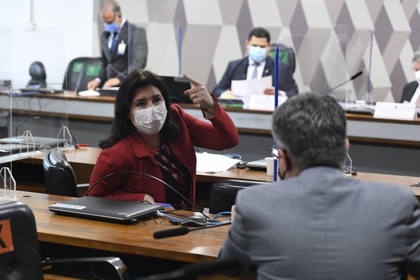 A relatora da PEC da reforma eleitoral, Simone Tebet, na reunião da CCJ nesta quarta