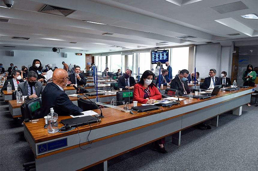 Simone na reunião da CCJ desta quarta-feira: na terça, senadora sofreu ataque de ministro da CGU em depoimento dele à CPI da Pandemia