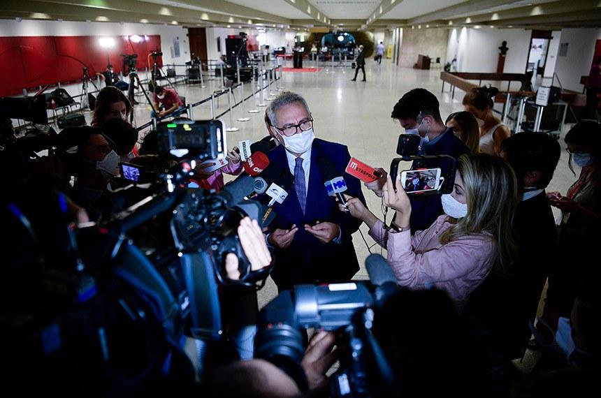 O relator, senador Renan Calheiros, disse que não há nada definido sobre o fim dos trabalhos da CPI, mas garantiu que está pronto para entregar o relatório logo após o último depoimento dado à comissão