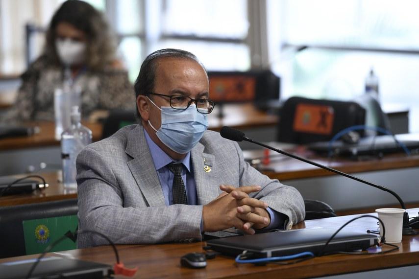 O relator, senador Jorginho Mello, reforça o entendimento, em seu relatório, de que que a legislação brasileira é omissa em relação à proibição de apostas de brasileiros em sítios eletrônicos no exterior