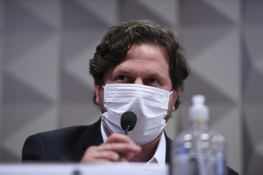 Danilo Trento, Sócio-proprietário da empresa Primarcial Holding e Participações e diretor institucional da Precisa Medicamento, ficou em silêncio a maior parte do depoimento