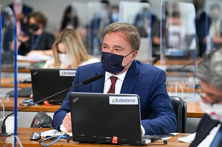 O debate foi solicitado por Alvaro Dias; ele alerta para o risco, indicado por entidades da sociedade civil, de que as mudanças propostas resultem em mais impunidade e corrupção
