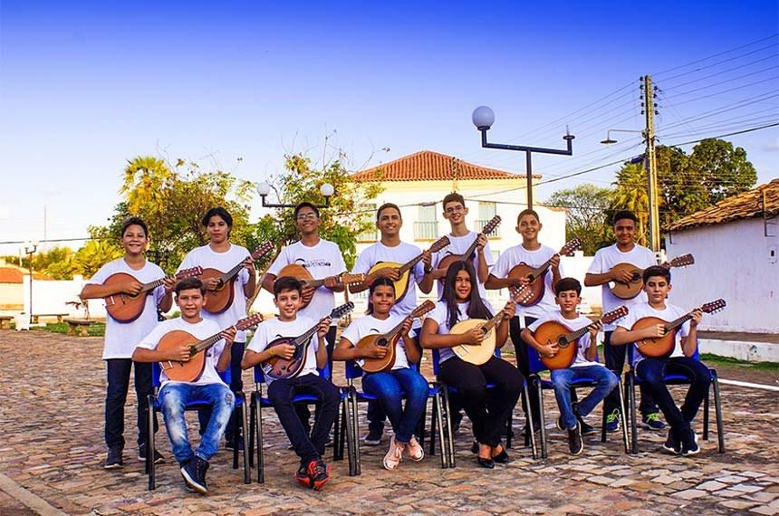 Orquestra Bandolins de Oeiras: aprendizado do instrumento é tradição na cidade