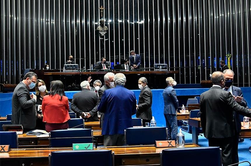 Senadores na sessão semipresencial de 22 de setembro, quando proposta foi aprovada