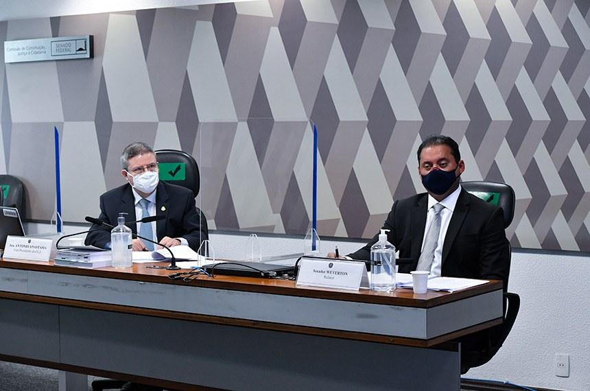 O vice-presidente da CCJ, Antonio Anastasia, e o relator do projeto, Weverton