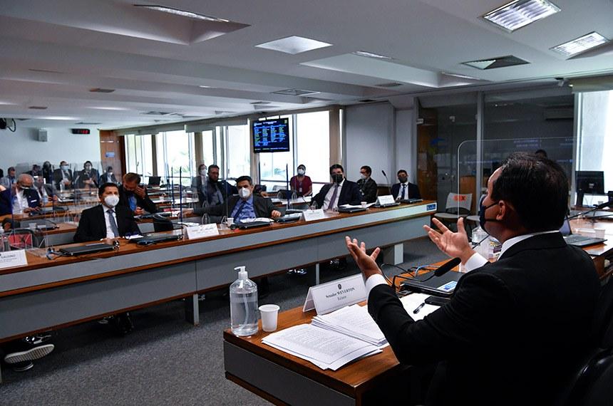 Senadores debatem com especialistas antes da votação do projeto na comissão e no Plenário