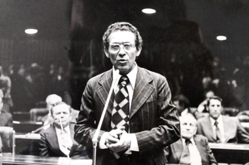 Jaison Barreto, que foi senador por Santa Catarina, faleceu no domingo (26)