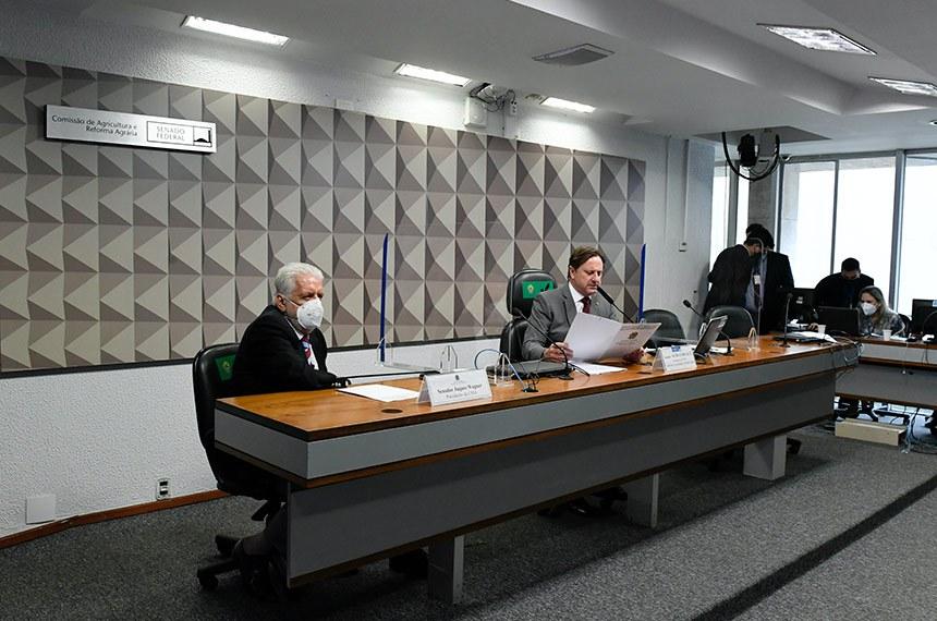 Os presidentes da Comissão de Meio Ambiente, Jaques Wagner, e da Comissão de Agricultura e Reforma Agrária, Acir Gurgacz, no debate desta terça