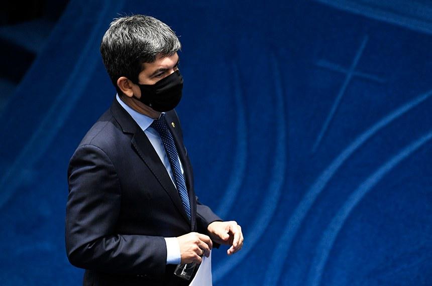 """Para o líder da oposição, senador Randolfe Rodrigues (Rede-AP), o texto foi feito """"por encomenda"""""""