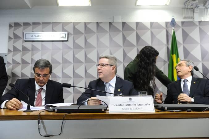 Comissão Especial do Impeachment 2016 (CEI2016) realiza reunião para ouvir a defesa escrita da presidente afastada Dilma Rousseff. O documento será lido pelo advogado José Eduardo Cardozo.   Em destaque, o advogado da presidente afastada Dilma Rousseff e ex-ministro da Advocacia-Geral da União (AGU), José Eduardo Cardozo.   Foto: Marcos Oliveira/Agência Senado