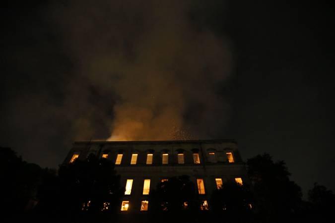 RIO DE JANEIRO RJ 02 09 2018 Um incêndio de proporções ainda incalculáveis atingiu, no começo da noite deste domingo (2), o Museu Nacional do Rio de Janeiro, na Quinta da Boa Vista, em São Cristóvão, na zona norte da capital fluminense FOTO Tania Rego /Agencia Brasil