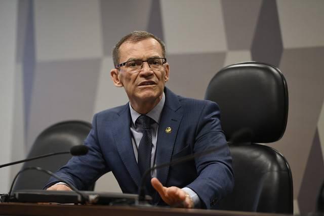 Comissão Temporária Externa para acompanhar as ações de enfrentamento às manchas de óleo no litoral brasileiro (CTEOLEO) realiza reunião para apreciação de requerimentos.\r\rMesa:\rpresidente da CTEOLEO, senador Fabiano Contarato (Rede-ES).\r\rFoto: Edilson Rodrigues/Agência Senado