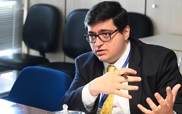 À mesa, em pronunciamento, diretor-executivo da Instituição Fiscal Independente (IFI) do Senado, Felipe Salto.  Foto: Marcos Oliveira/Agência Senado
