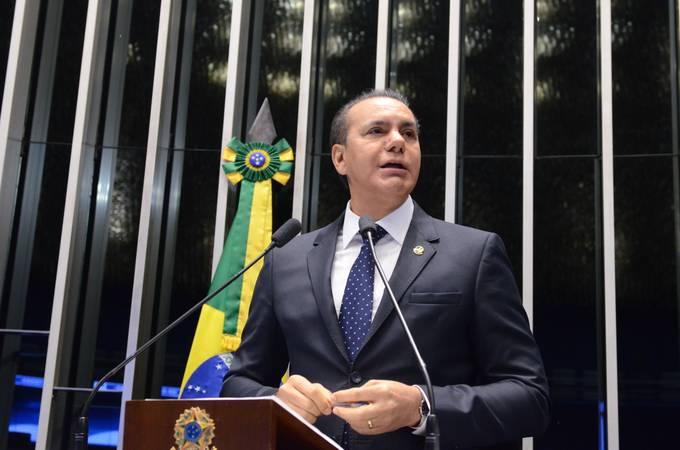 Plenário do Senado Federal durante sessão não deliberativa.   Em discurso, senador Ataídes Oliveira (PSDB-TO).   Foto: Ana Volpe/Agência Senado