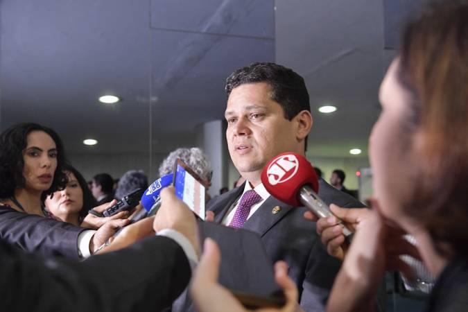 Presidente do Senado, senador Davi Alcolumbre (DEM-AP), concede entrevista.  Foto: Marcos Brandão/Senado Federal