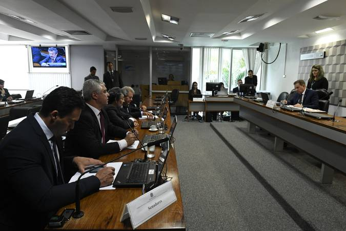 Comissão de Ciência, Tecnologia, Inovação, Comunicação e Informática (CCT) realiza reunião deliberativa com 22 itens. Entre eles, o PLS 356/2017, que incentiva a criação de redes elétricas inteligentes.  À mesa, presidente da CCT, senador Vanderlan Cardoso (PP-GO), conduz reunião.  Bancada: senador Styvenson Valentim (Pode-RN); senador Major Olimpio (PSL-SP);  senador Paulo Rocha (PT-PA);  senador Luiz Carlos do Carmo (MDB-GO).  Foto: Roque de Sá/Agência Senado