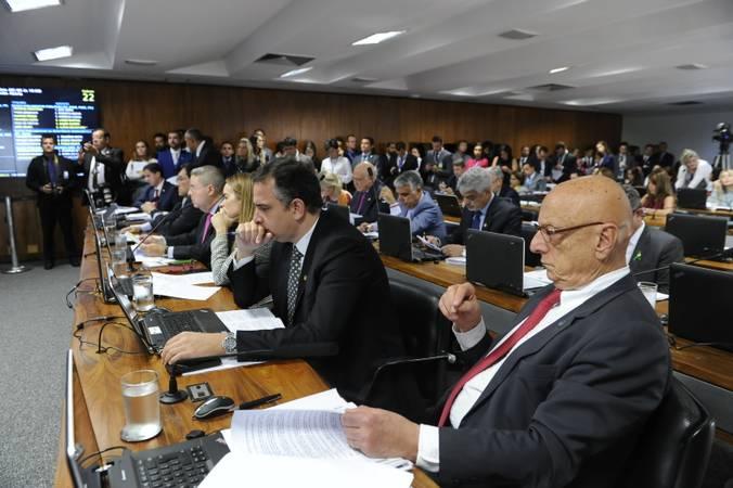 Comissão de Constituição, Justiça e Cidadania (CCJ) realiza reunião para apreciação de indicados para compor o Conselho Nacional de Justiça (CNJ) e para o Conselho Nacional do Ministério Público (CNMP). Também na pauta projetos que sustam flexibilização de posse de arma.  Bancada: senador Antonio Anastasia (PSDB-MG);  senador Eduardo Braga (MDB-AM);  senador Major Olimpio (PSL-SP); senador Marcos Rogério (DEM-RO); senador Rodrigo Pacheco (DEM-MG); senador Veneziano Vital do Rêgo (PSB-PB); senadora Daniella Ribeiro (PP-PB).  Foto: Edilson Rodrigues/Agência Senado