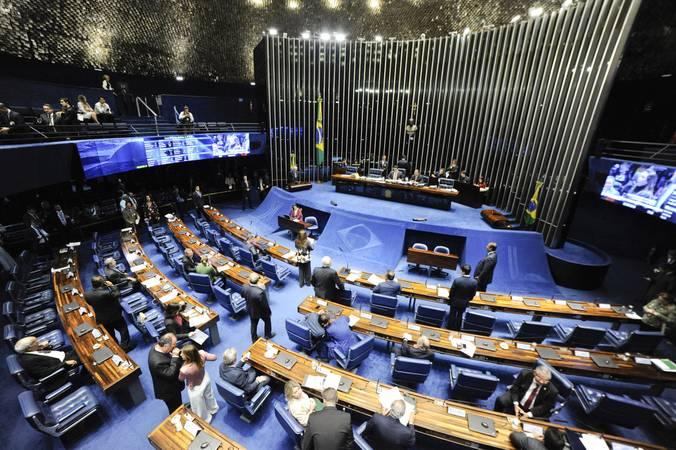 Plenário do Senado Federal durante sessão deliberativa ordinária. Ordem do dia.\r\rMesa:\rpresidente do Senado, senador Davi Alcolumbre (DEM-AP);\rsenador Omar Aziz (PSD-AM).\r\rÀ tribuna, senador Otto Alencar (PSD-BA).\r\rEm pronunciamento, à bancada, senadora Kátia Abreu (PDT-TO).\r\rFoto: Roque de Sá/Agência Senado