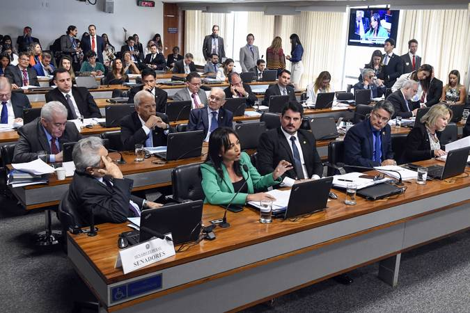 Comissão de Constituição, Justiça e Cidadania (CCJ) realiza  audiência pública com o ministro da Justiça para apresentar metas e diretrizes da pasta e detalhar o pacote anticrime.  Em pronunciamento, senadora Eliziane Gama (PPS-MA).  Bancada: senador Lasier Martins (Pode-RS); senador Marcos do Val (PPS-ES);  senadora Eliziane Gama (PPS-MA);  senadora Selma Arruda (PSL-MT).  Foto: Edilson Rodrigues/Agência Senado