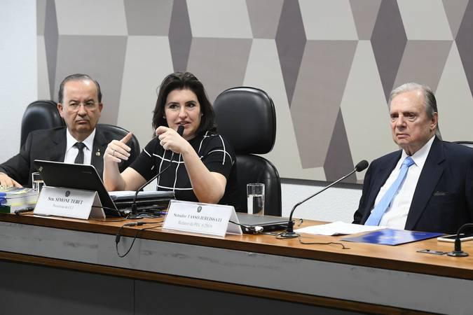 Comissão de Constituição, Justiça e Cidadania (CCJ) realiza reunião deliberativa com item único: PEC 6/2019, que modifica o sistema de previdência social. \r\rMesa: \rvice-presidente da CCJ, senador Jorginho Mello (PL-SC); \rpresidente da CCJ, senadora Simone Tebet (MDB-MS); \rrelator da PEC 6/2019, senador Tasso Jereissati (PSDB-CE).\r\rFoto: Marcos Oliveira/Agência Senado