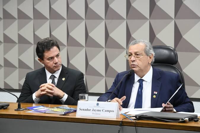 Conselho de Ética e Decoro Parlamentar realiza reunião para instalação e eleição da Mesa.\r\rSenadores  Jayme Campos (DEM-MT) e Veneziano Vital do Rêgo (PSB-PB) são eleitos presidente e vice-presidente do Conselho de Ética e Decoro Parlamentar (CEDP).\r\rMesa:\rvice-presidente do CEDP, senador Veneziano Vital do Rêgo (PSB-PB);\rpresidente do CEDP, senador Jayme Campos (DEM-MT).\r\rFoto: Marcos Oliveira/Agência Senado