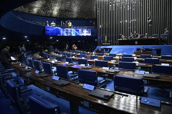 Plenário do Senado Federal durante sessão deliberativa extraordinária.   À mesa, senador Rodrigo Pacheco (DEM-MG) preside sessão.  Participam: senador Wellington Fagundes (PL-MT);  senador Chico Rodrigues (DEM-RR).  Foto: Pedro França/Agência Senado