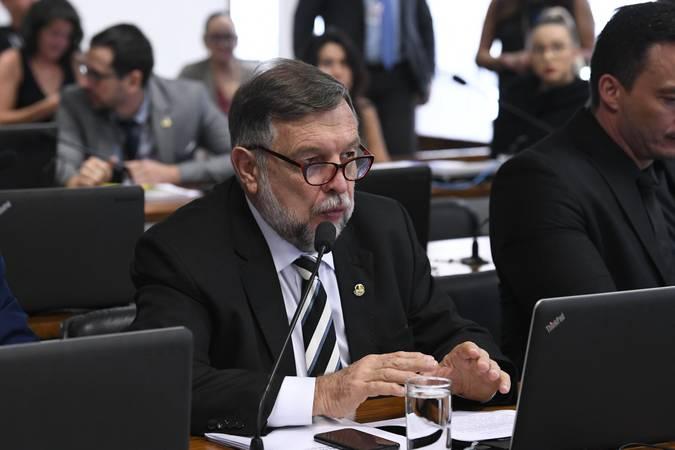 Comissão de Educação, Cultura e Esporte (CE). \r\rÀ bancada, em pronunciamento, senador Flávio Arns (Rede-PR).\r\rFoto: Roque de Sá/Agência Senado