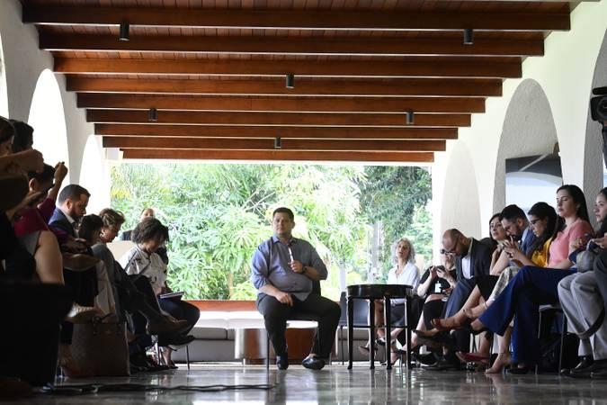 Presidente do Senado Federal, senador Davi Alcolumbre (DEM-AP), conversa com jornalistas após café da manhã. Na pauta, um balanço do ano de 2019.   Foto: Marcos Brandão/Senado Federal