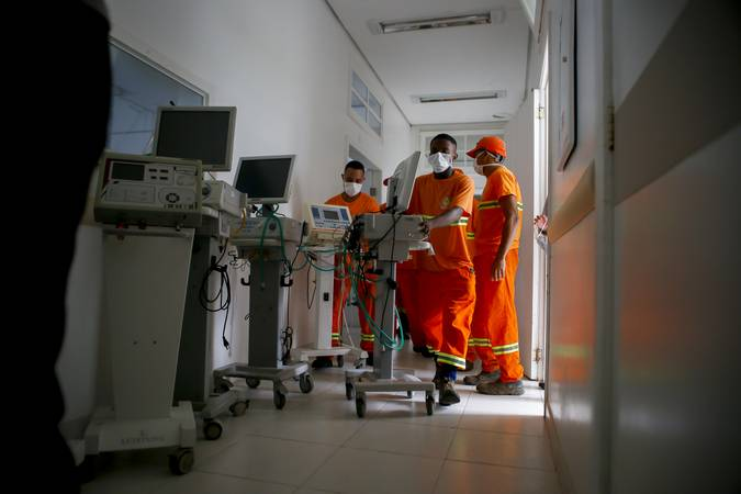 Porto Alegre, RS - 20/03/2020 - Retirada de equipamentos do Hospital Parque Belém para uso no combate ao coronavírus.