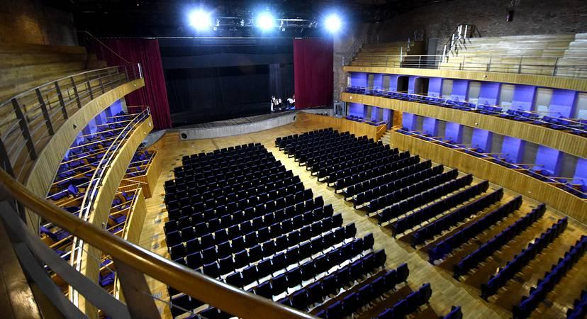 Teatro vazio.