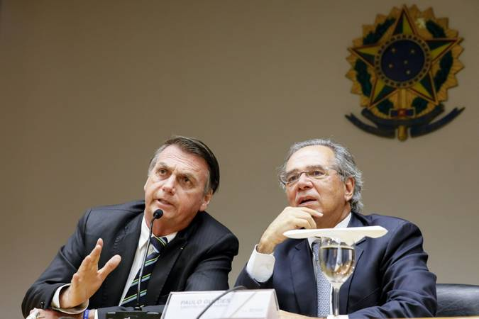 Presidente da República, Jair Bolsonaro durante reunião com o Ministro da Economia, Paulo Guedes. Foto: Isac Nóbrega/PR